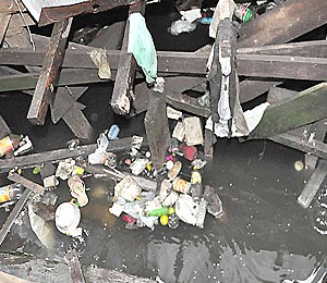 Lixo na maré